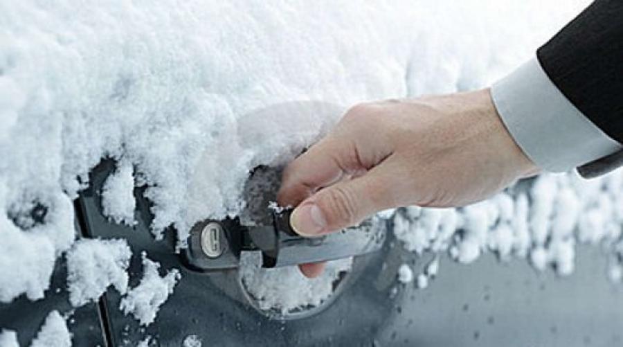 Как открыть машину, если замок «замерз»